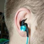 Die In-Ear-Kopfhörer im Ohr - so sieht es aus.