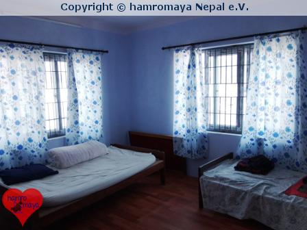 Neue Vorhänge für Waisenhaus in Nepal