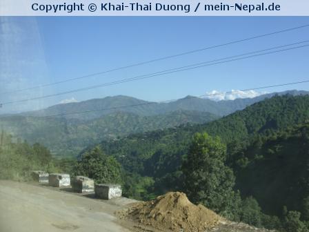 Die Busfahrt nach Pokhara dauert zwar sehr lange, ist aber atemberaubend.