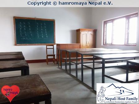 Verbesserte Klassenräume für eine Schule im Dorf Bela