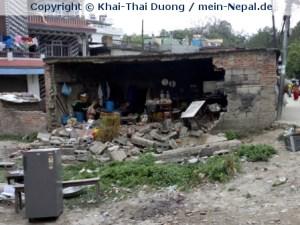 Eingestürzte Häuserwand in der Nähe des Waisenhauses.