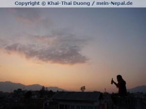 Den Sonnenuntergang mit einem Bier auf dem Rooftop genießen. (Foto: Khai-Thai Duong)