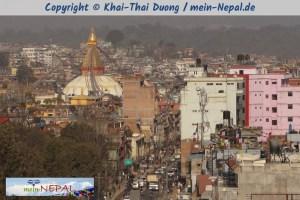 Blick von der Ferne auf Boudhanath Stupa.