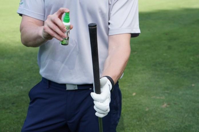 Griff des Golfschlägers auch mit GripBoost besprühen