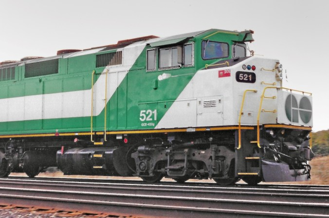 Photo of GO locomotive 521 with the lesser known logo under the cab window