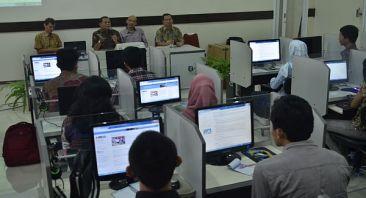 Foto : Pelatihan call center untuk Help Desk SNMPTN 2014/ Undip