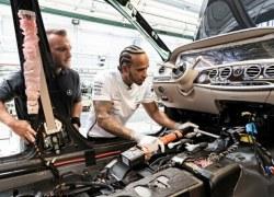Lewis Hamilton und Valtteri Bottas besuchen den Mercedes-Benz Standort Sindelfingen