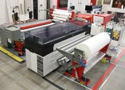 UVgel-Wallpaper-Factory: Mit Jumbo-Rollen schnell und automatisiert Tapeten produzieren