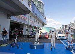 Mercedes-Pilot Heinemann gibt den Ton an: dritterSieg in der DTM Trophy