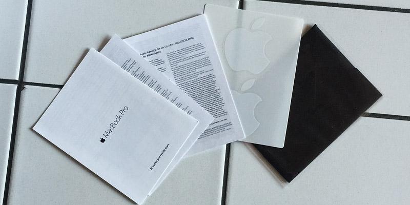 MacBook Pro Retina - Brožurky, samolepky a hadřík