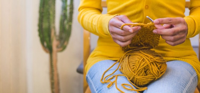 Picture of a women knitting