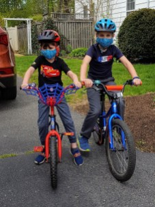 Bikes, helmuts and masks - way to bike safely!