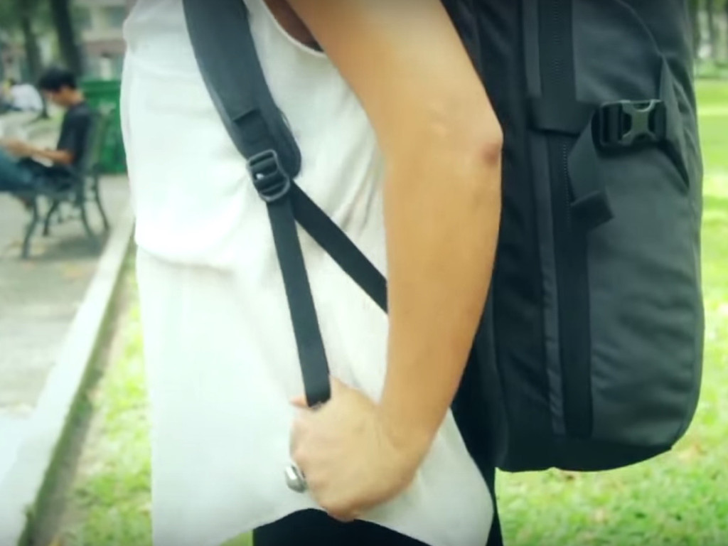 How to adjust the shoulder straps of your Minaal Carry-on backpack