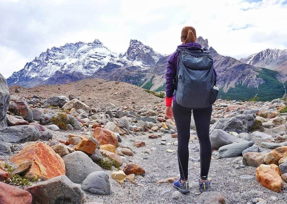 Daniela of NomadsVoyage hiking in El Chatlen Patagonia withe her Carry-on 2.0 hiking backpack.