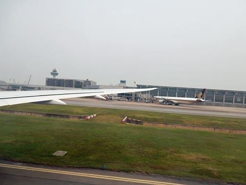 チャンギ空港滑走路に無事着陸!