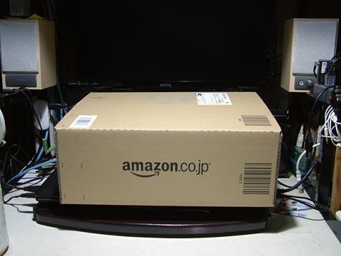 おなじみアマゾンの箱!