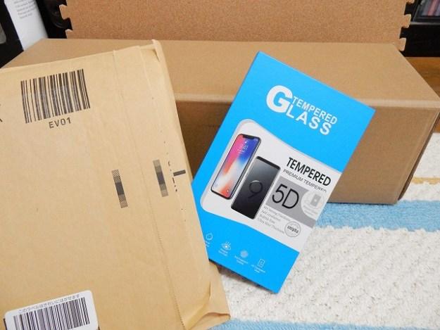 写真はiPhoneだけど、AQUOS sense用の保護ガラスです。