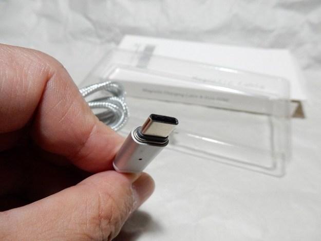 USB-Type-Cのコネクタを付けるとこんな感じ。