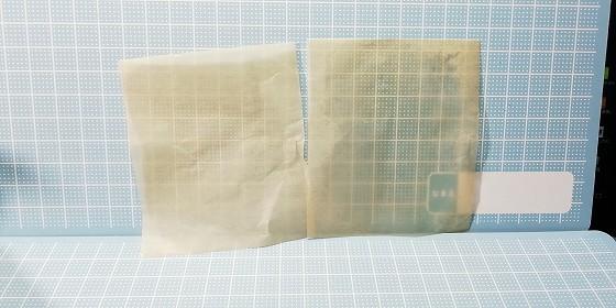 あぶらとり紙。使用前と仕様後の比較。
