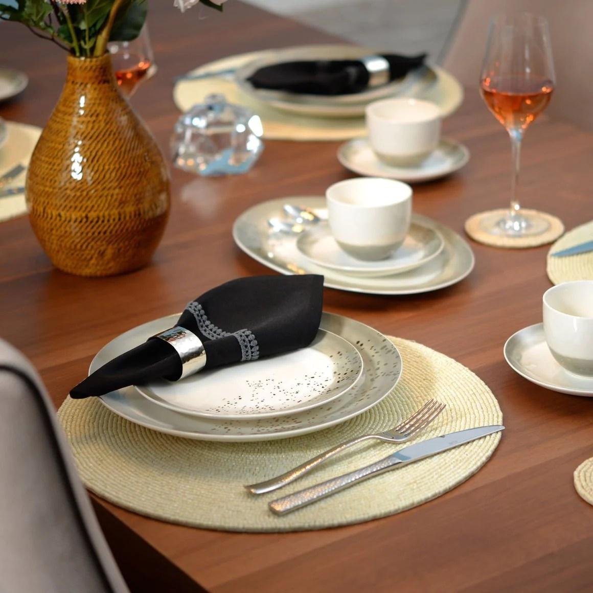 veselă ceramică vs. porțelan