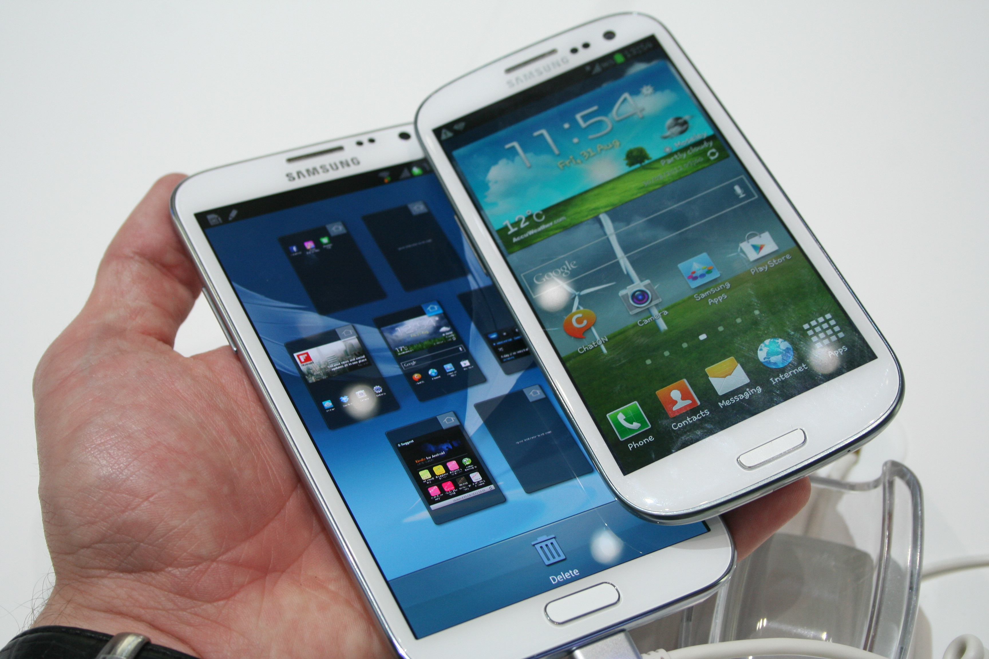 https://i2.wp.com/blog.mobilesplease.co.uk/wp-content/uploads/2012/08/Samsung-Galaxy-Note-2-vs-S3.jpg