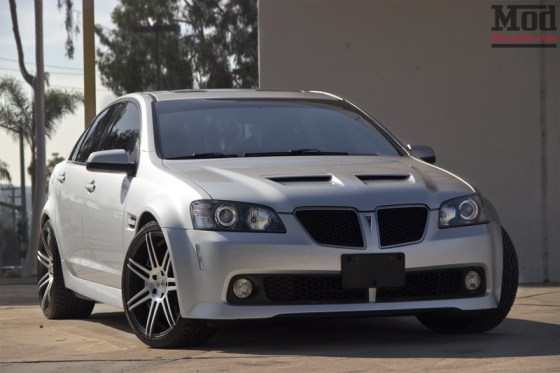 Silver Pontiac G8 Front Grille View