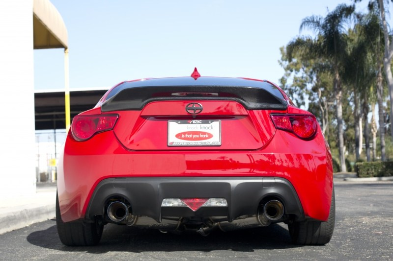 Rear lip behind
