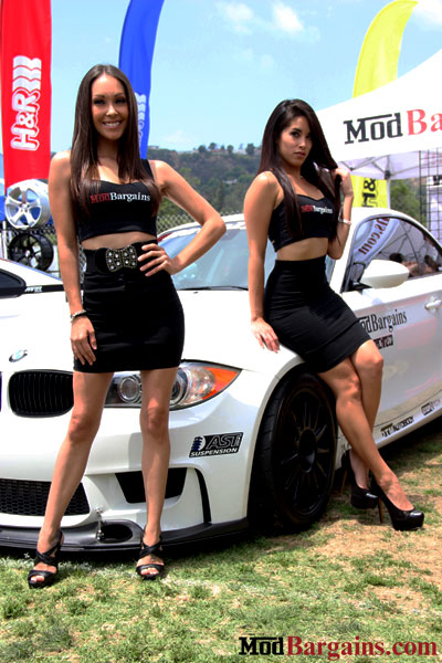 modbargains-booth-models-1