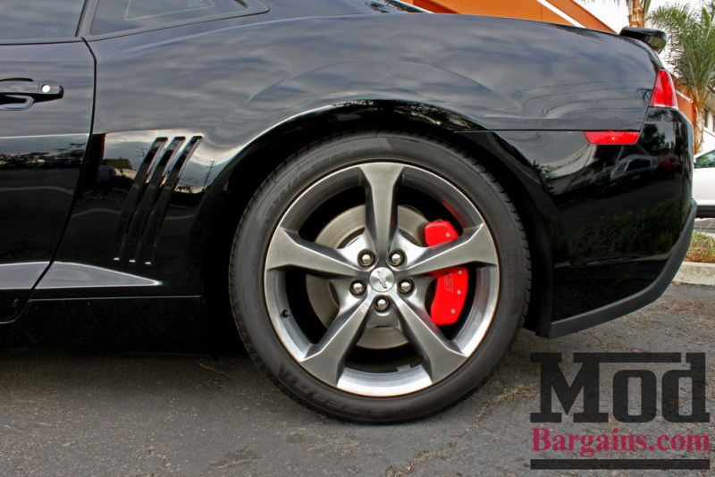chevrolet-camaro-ss-2014-black-on-bc-coilovers-mgp-caliper-covers-003