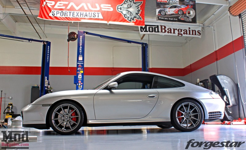 porsche-996-carrera-4s-on-gm-forgestar-cf10-img014