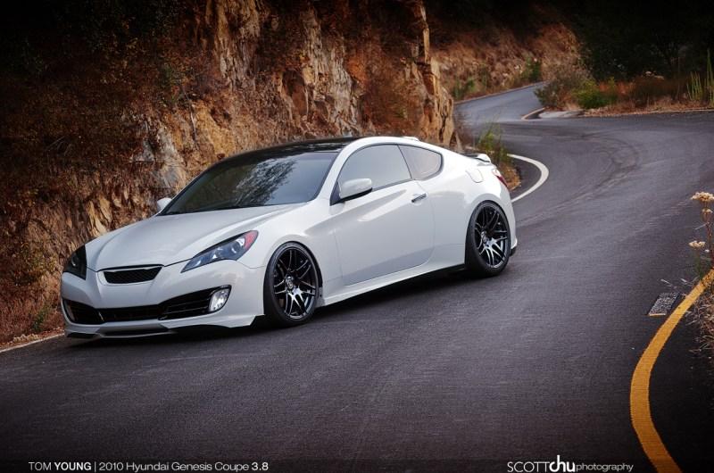 Forgestar-F14-Piano-Black-Hyundai-Genesis-1