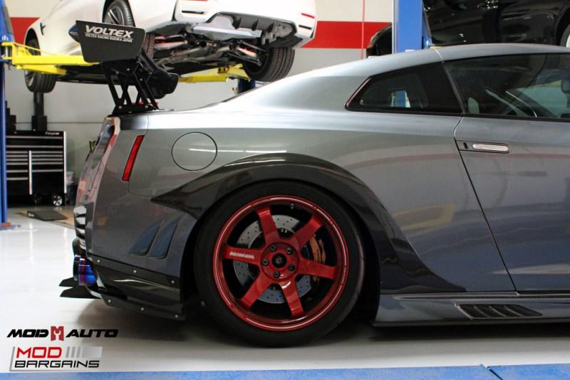 Nissan_R35_GT-R_Motul_widebody_JPL_Shirt_Guy (18)