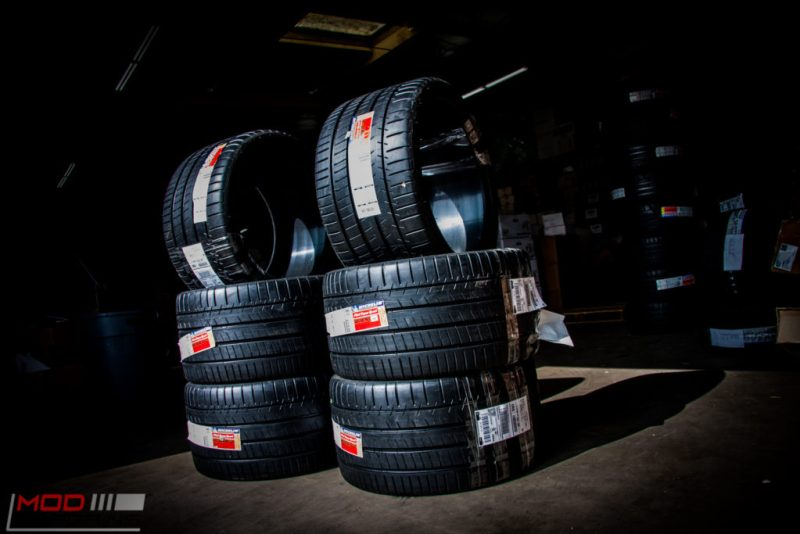 Michelin_Pilot_SuperSport_335_20_instock (3)