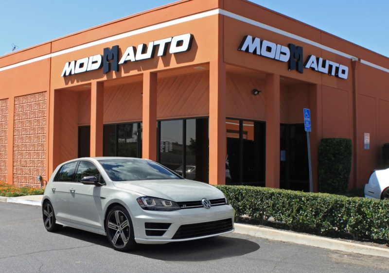 vw-golf-r-mk7-white-at-modauto