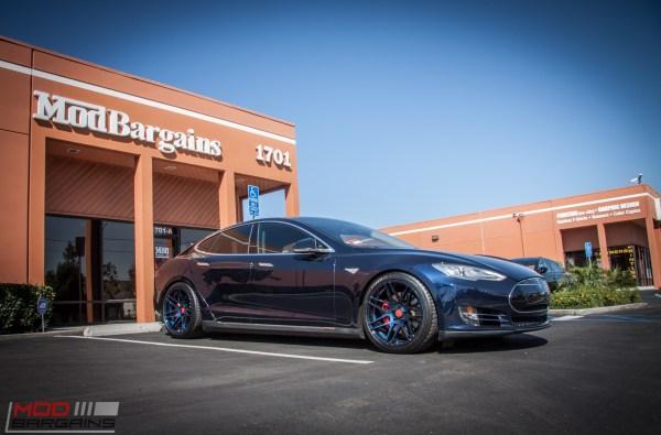 Quick Snap: Sean's Tesla Model S P85D on F14s in Midnight Blue is INSANE