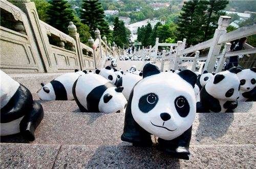 1600 Pandas climbing up the stairs to the Big Buddha