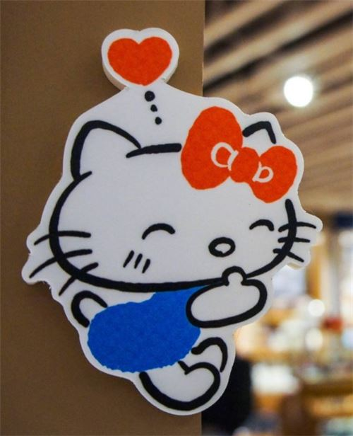 A hug from Hello Kitty!