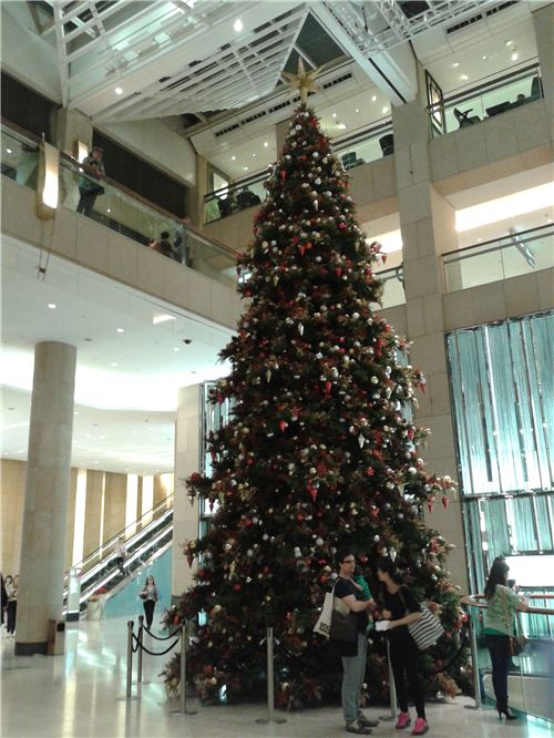 The gorgeous Christmas tree at Landmark