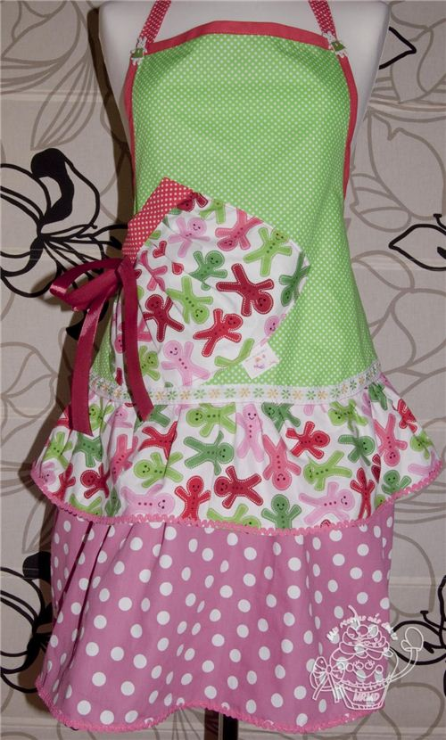 The Spanish blogger Lydia sews many of her aprons with our fabrics - We love this Christmas version