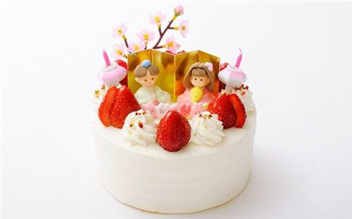Japanese Doll Festival cake. What a sweet tradition.