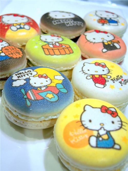 The Special Hello Kitty Mid-Autumn Festival Macaron edition available in Le Petit Cafe in Hong Kong 1