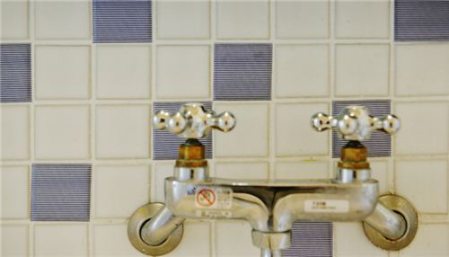The wide Masking tapes are also suitable for tiles