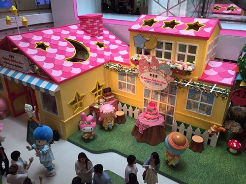The colorful little dream house invites fans to visit until August 31st.