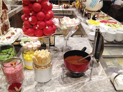 A chocolate fondue - so christmassy