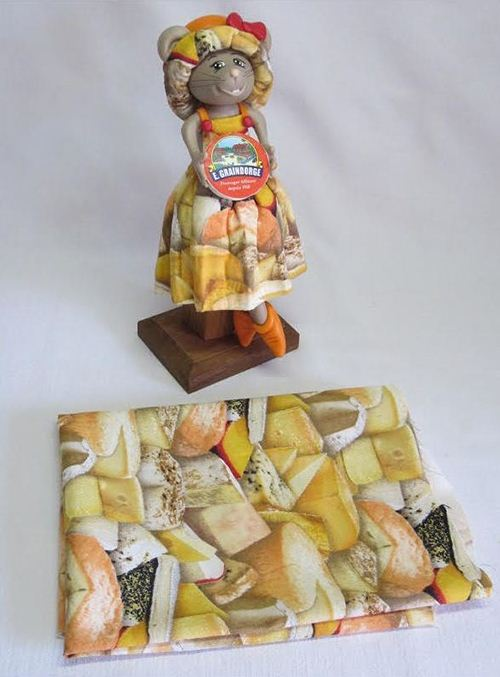 This cheese fabric by Elizabeth's studio is well chosen for the cute rodent.