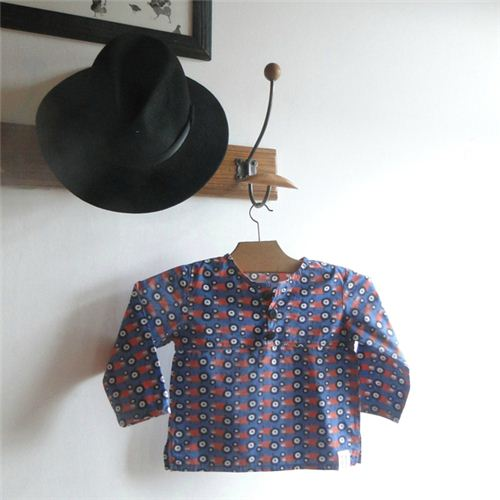 On the blog Les Bêtes de Céline we saw this wonderful boy's shirt