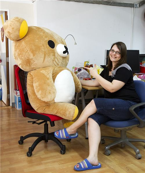 The bear and the girl - Bianca and Rilakkuma chatting