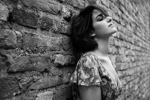 Ritratto di donna, all'aperto, in bianco e nero (C)Monica Monimix Antonelli