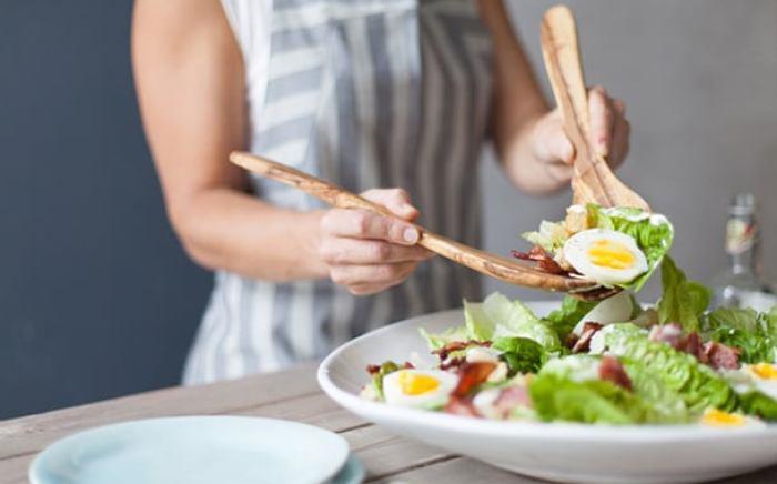 como-servir-salada-preco