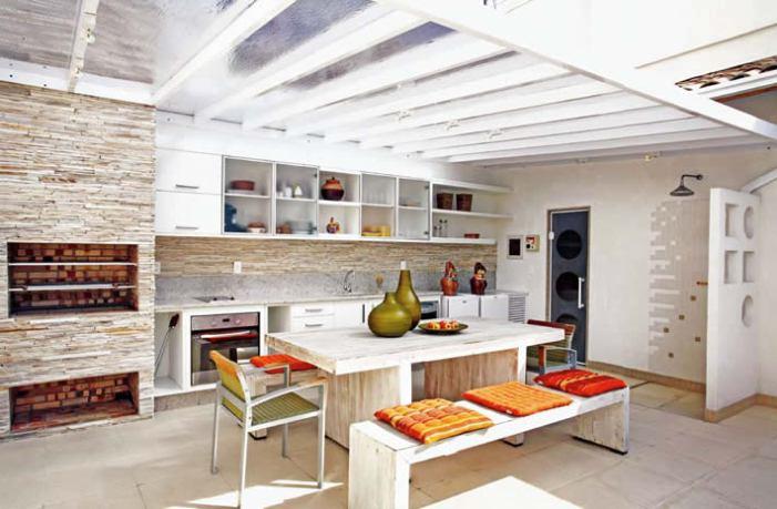 ambiente-decorado-com-luz-natural-na-cozinha